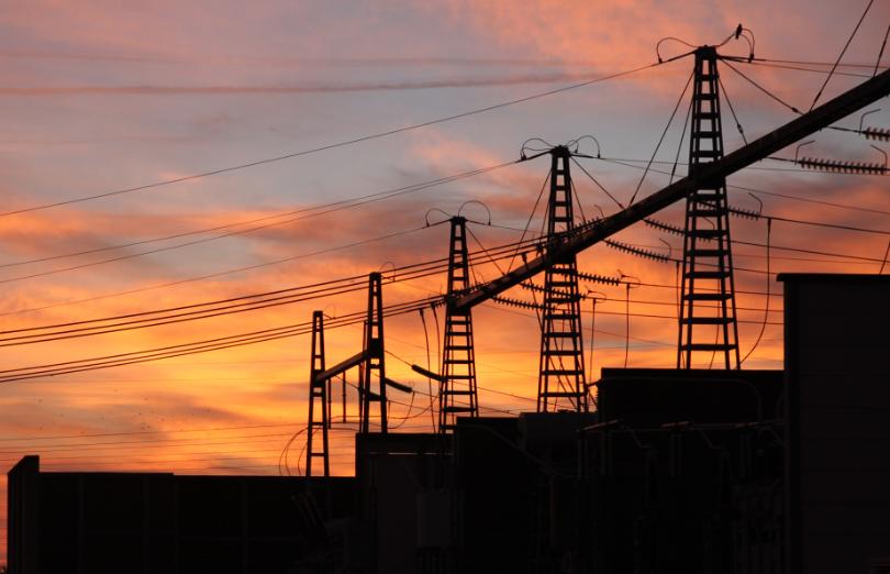 Poste electrique coucher de soleil - credit Julien COLLOT