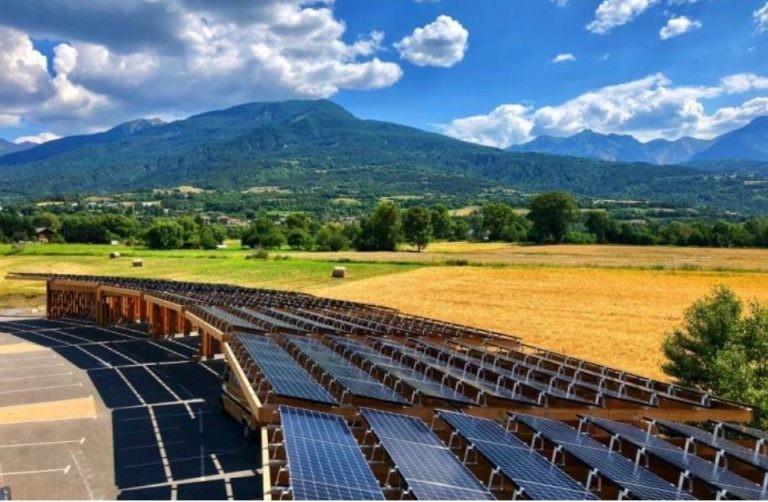 Ombrière photovoltaïque et site de recharges de véhicules électriques, Baratier, Hautes-Alpes